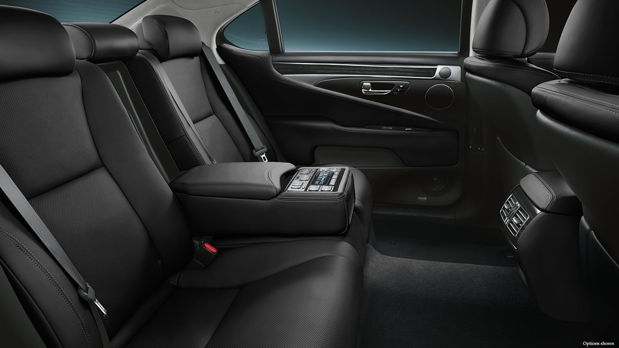 Being a Gracious Host in the LS 460 is a Breeze!